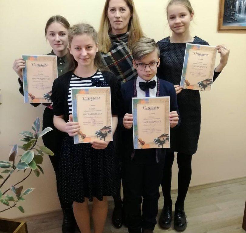 21 декабря прошел общешкольный конкурс на фортепианном отделении.