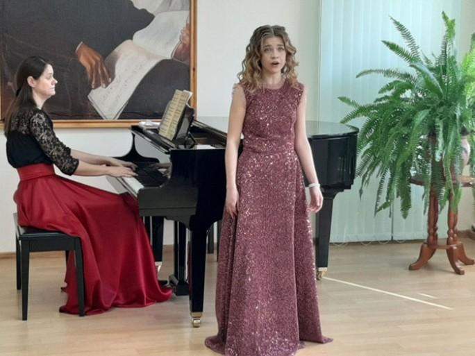 Вместе с музыкой: в Мостовской детской школе искусств состоялся сольный концерт Юлии Винник