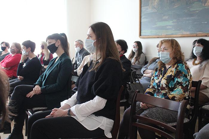 В Мостовской ДШИ выступила заместитель председателя райисполкома, делегат VI Всебелорусского народного собрания Марина Давыдик